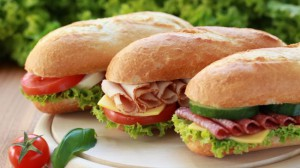 Sandwich jambon, tomate,salade, fromage